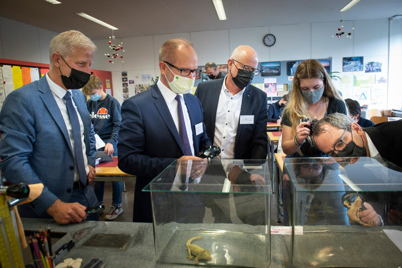 Nano-Experimente aus dem Koffer: So will der Kanton St.Gallen Jugendliche für Technikberufe begeistern