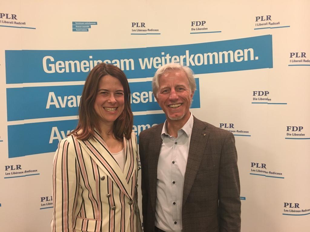 Mathias Gabathuler mit Petra Gössi an der Mit